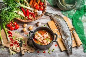 brochet et légumes frais pour soupe de poisson