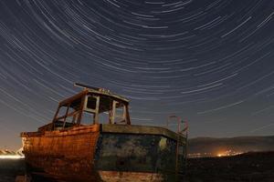bateau abandonné photo
