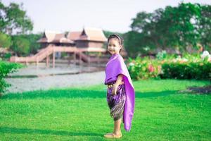 fille asiatique en robe de période thaïlandaise