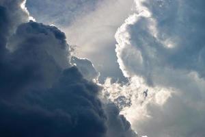 nuages d'orage dans le ciel