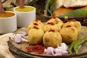 vada pav, nourriture frite indienne