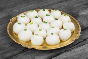 dessert indien aux boulettes sucrées
