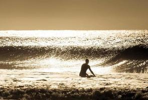 silhouette de surfeur photo