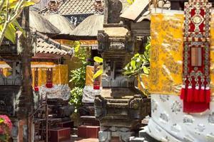 temple balinais décoré pour une cérémonie photo