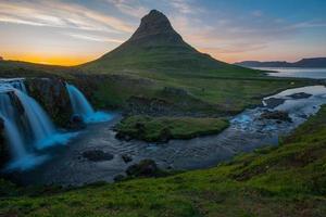 Mont Kirkjufell, péninsule de Snaefellsnes, Islande photo