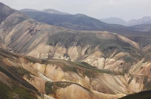 Islande. zone sud. fjallabak. paysage volcanique avec formations de rhyolite.