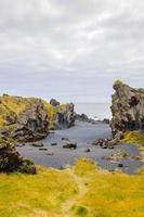 Plage islandaise avec des roches de lave noire, péninsule de Snaefellsnes, Islande