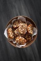 dessert typiquement espagnol et portugais: roulé aux figues et amandes photo