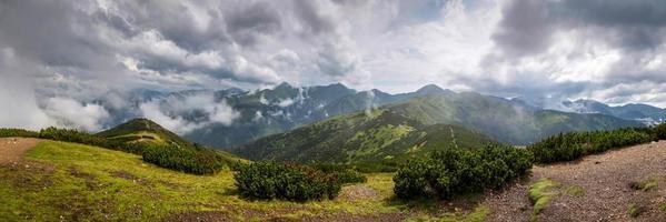 large panorama de la montagne polonaise grześ