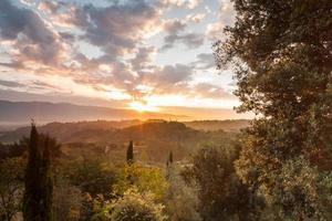 Collines de la région au coucher du soleil en Toscane - Italie