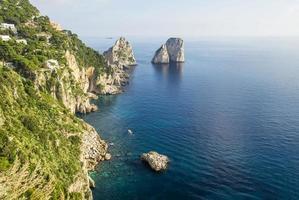 journée d'automne sur la côte de l'île de capri