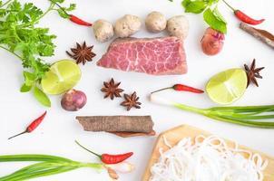 ingrédients de la soupe de nouilles pho vietnam photo
