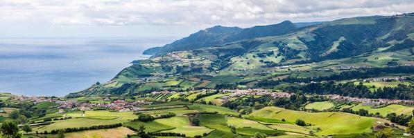 Vue aérienne panoramique de Povoaçao à Sao Miguel, Açores