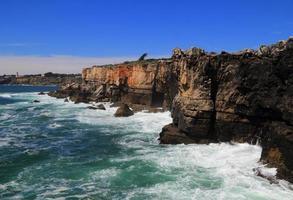Formations de falaises accidentées, côte atlantique, portugal