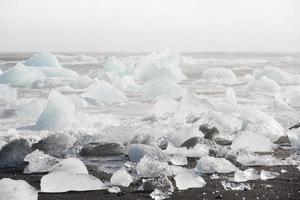 blocs de glace sur la plage