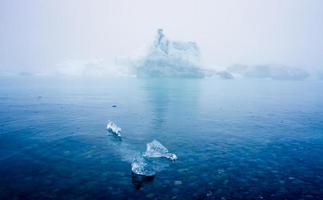 belle image vibrante du glacier islandais et de la lagune glaciaire