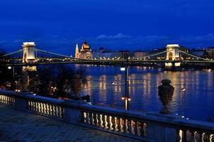 pont des chaînes de budapest photo