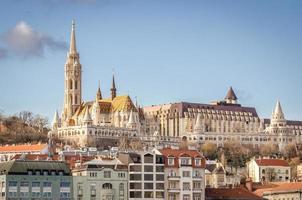 Budapest, vue sur le Danube et buda avec l'église matthias