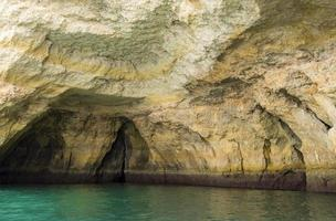 Grottes de la plage de Benagil, Algarve, Portugal photo