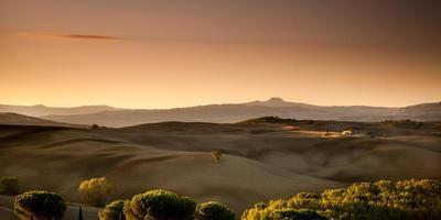 lever du soleil en toscane, italie