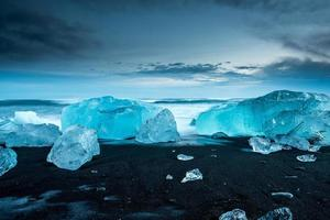 Icebergs à jokulsarlon dans le sud de l'Islande photo