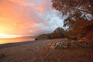 coucher de soleil orageux en Crète, Grèce. photo