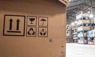 les boîtes à symboles dans l'entrepôt photo