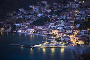 marina de monemvasia pendant la nuit en grèce. photo