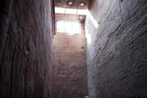 Anciens hiéroglyphes égyptiens du temple de Louxor photo