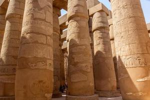 grande salle hypostyle du temple de karnak photo
