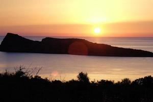 Lever du soleil sur la mer Méditerranée sur l'île de Crète, Grèce