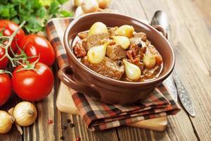 compote de boeuf aux oignons et tomates, stifado photo