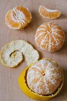 Mandarine mandarine sur fond de bois photo