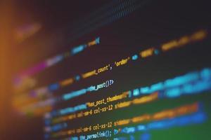mise au point superficielle du code sur un écran d'ordinateur photo