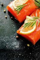 saumon au citron et romarin photo