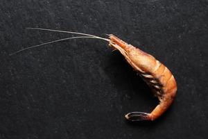 une crevette cuite