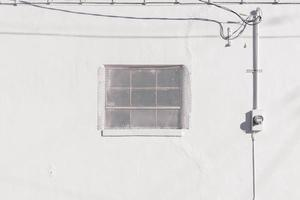 mur blanc extérieur pendant la journée