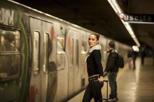 femme dans le métro
