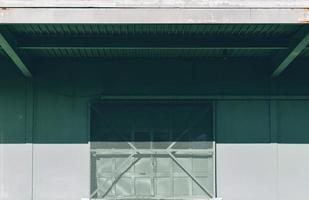 quai de chargement de l'entrepôt au soleil photo
