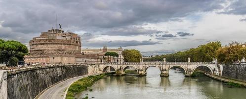 château st. angelo à rome italie photo