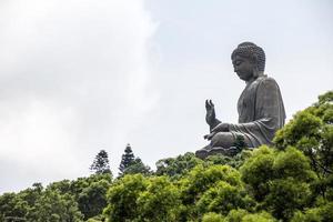 statue de bouddha tian tan île de lantau photo