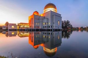 comme réflexion de la mosquée de Salam photo
