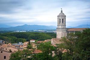 Vue sur le clocher de la cathédrale de Gérone photo