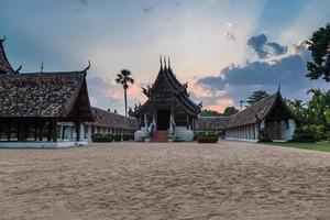 wat ton kain, ancien temple en bois à chiang mai en thaïlande. photo