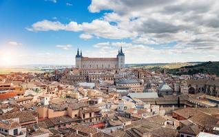 Tolède, espagne paysage urbain de la vieille ville à l'alcazar. photo