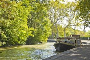 vieux bateau dans le canal du midi