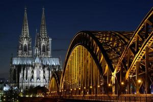 Cathédrale de Cologne (dom) et pont Hohenzollern, Cologne, Allemagne