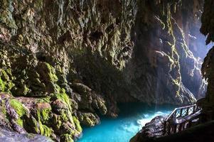"""grotte appelée """"gruta iris"""" dans le monasterio de piedra.zaragoza.s photo"""