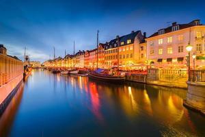 nyhavn canal de copenhague photo