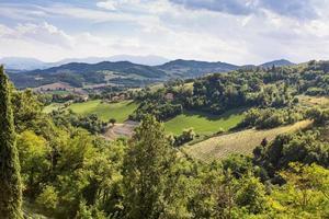 Vue paysage de collines en Émilie-Romagne, Italie photo